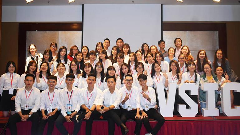 Sinh viên chế tạo xe lăn, sản phẩm hỗ trợ giấc ngủ thắng thưởng VSCI