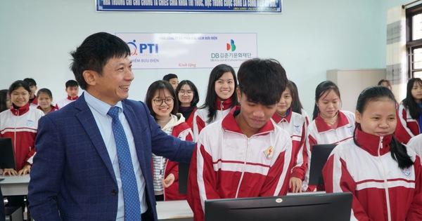 Chùm ảnh: PTI trao tặng 2 phòng học đa năng tại Quảng Trị