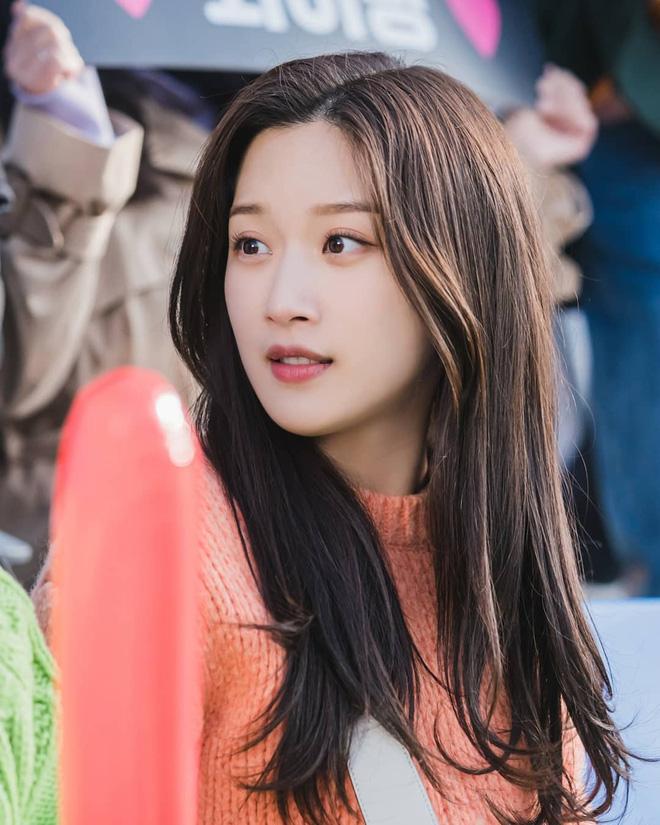 Nữ diễn viên số hưởng đánh bại cả Jisoo (BLACKPINK): Thạo 3 ngôn ngữ, đỗ đại học nổi tiếng bậc nhất Hàn Quốc-1