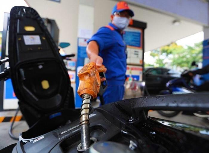 Giá xăng tăng lần thứ 4 liên tiếp, chạm đỉnh mới trong 9 tháng
