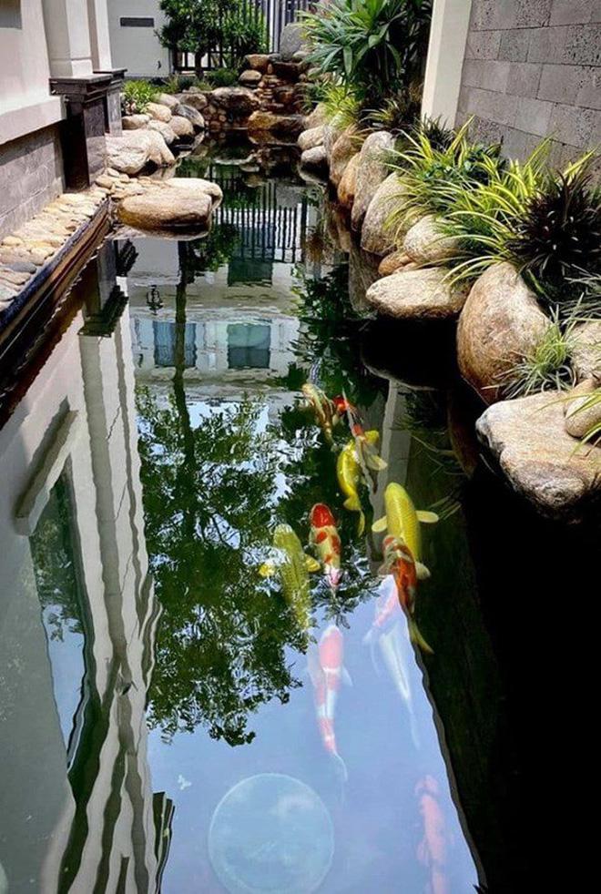 Cơ ngơi của MC Vân Hugo: 1 căn hộ cao cấp ở Hà Nội, 1 biệt thự trắng ở Sài Gòn, nhìn đâu cũng mê-14