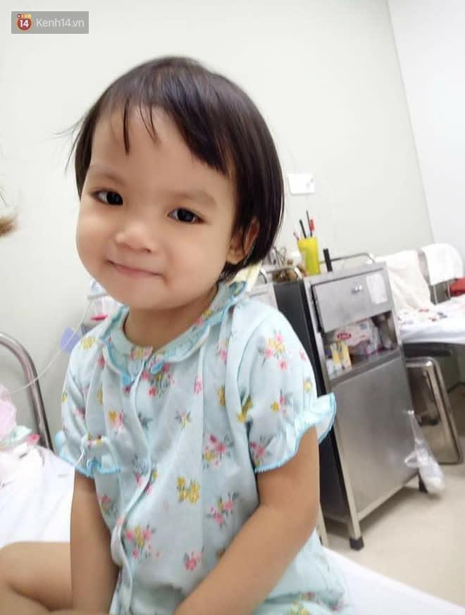 Bé gái 4 tuổi bị ung thư phải cắt bỏ 1 bên thận và câu nói nhói lòng trước ca xạ trị: Bố mẹ đừng khóc, con không đau đâu-1