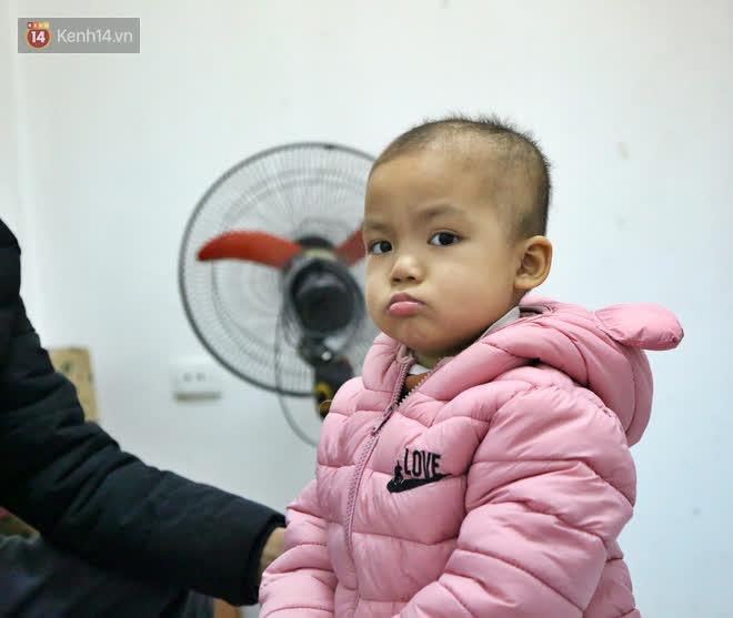 Bé gái 4 tuổi bị ung thư phải cắt bỏ 1 bên thận và câu nói nhói lòng trước ca xạ trị: Bố mẹ đừng khóc, con không đau đâu-8