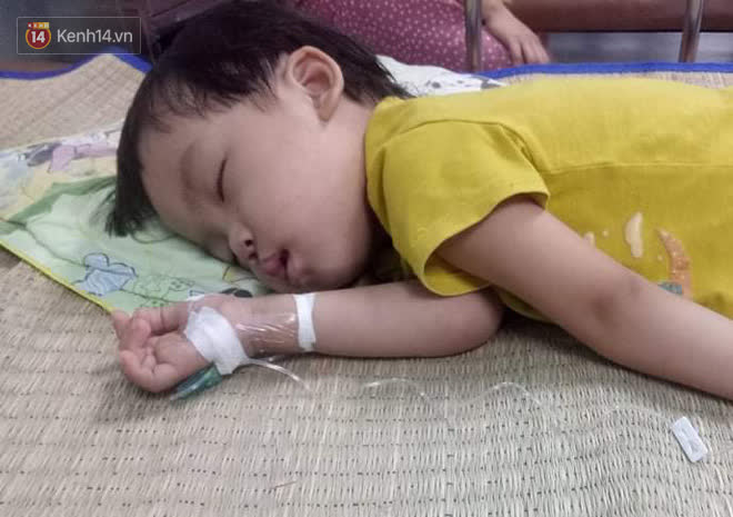 Bé gái 4 tuổi bị ung thư phải cắt bỏ 1 bên thận và câu nói nhói lòng trước ca xạ trị: Bố mẹ đừng khóc, con không đau đâu-5