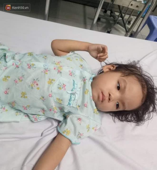 Bé gái 4 tuổi bị ung thư phải cắt bỏ 1 bên thận và câu nói nhói lòng trước ca xạ trị: Bố mẹ đừng khóc, con không đau đâu-2