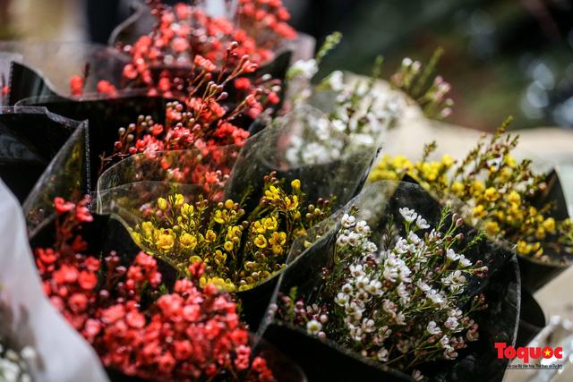 Nhộn nhịp chợ hoa đêm ngày đầu tháng Chạp-9