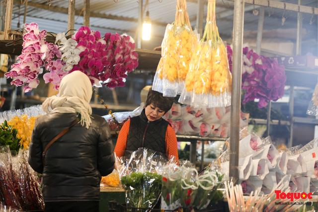 Nhộn nhịp chợ hoa đêm ngày đầu tháng Chạp-11