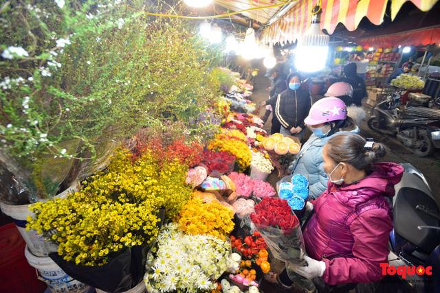 Nhộn nhịp chợ hoa đêm ngày đầu tháng Chạp-8