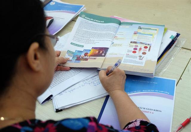 TP. Hồ Chí Minh hướng dẫn tổ chức lựa chọn sách giáo khoa cho năm học mới-1