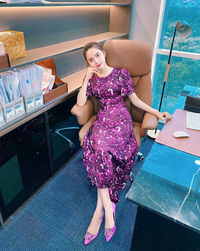 Ngắm nơi làm việc sang xịn của sao Việt: Minh Hằng, Hoàng Thuỳ Linh có phòng đẹp mê, riêng Ngọc Trinh bình dân bất ngờ-4