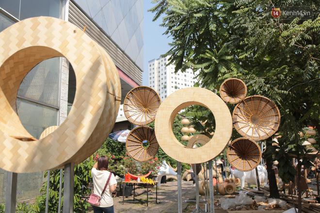 Ảnh: Cận cảnh đàn trâu đồng quê Việt Nam chuẩn bị ra đường hoa Nguyễn Huệ đón Tết Tân Sửu 2021-19