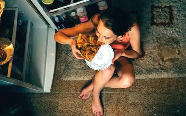 5 thói quen xấu trước khi đi ngủ có thể gây hại cho sức khỏe đường tiêu hóa, sửa ngay trước khi quá muộn