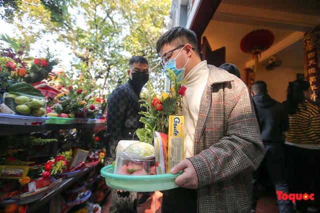 Người Hà Nội đi lễ Phủ Tây Hồ ngày mùng 1 cuối cùng trong năm Canh Tý-4