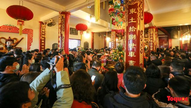 Người Hà Nội đi lễ Phủ Tây Hồ ngày mùng 1 cuối cùng trong năm Canh Tý-3