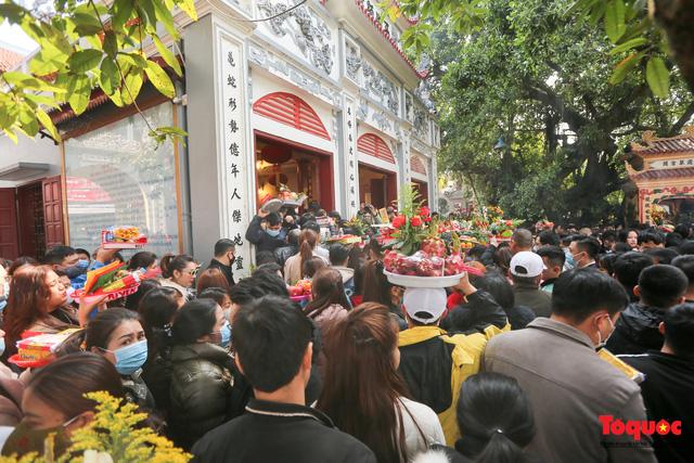 Người Hà Nội đi lễ Phủ Tây Hồ ngày mùng 1 cuối cùng trong năm Canh Tý-5