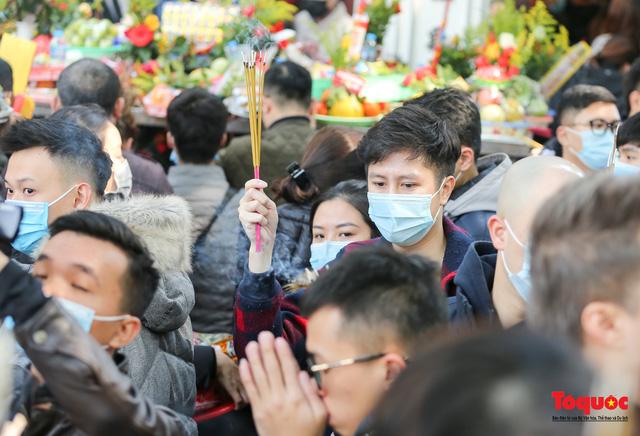Người Hà Nội đi lễ Phủ Tây Hồ ngày mùng 1 cuối cùng trong năm Canh Tý-10