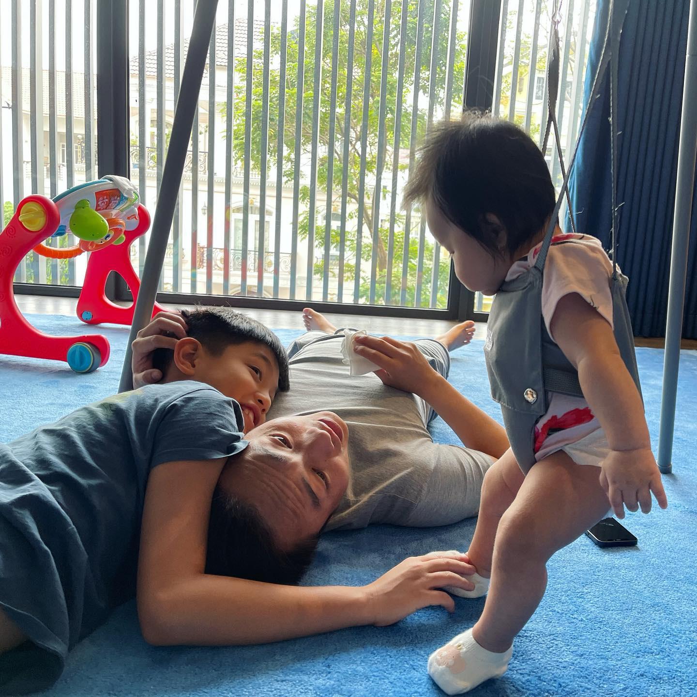 """Đàm Thu Trang đào"""" lại loạt ảnh du lịch với Subeo, Cường Đô La bình luận 1 câu là biết cưng ái nữ mới sinh thế nào-6"""