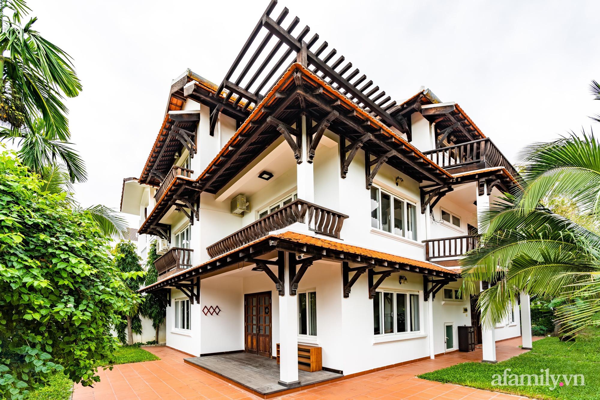 Căn nhà vườn xây 10 năm vẫn đẹp hút mắt với nội thất gỗ và cây xanh quanh nhà ở Nha Trang-4