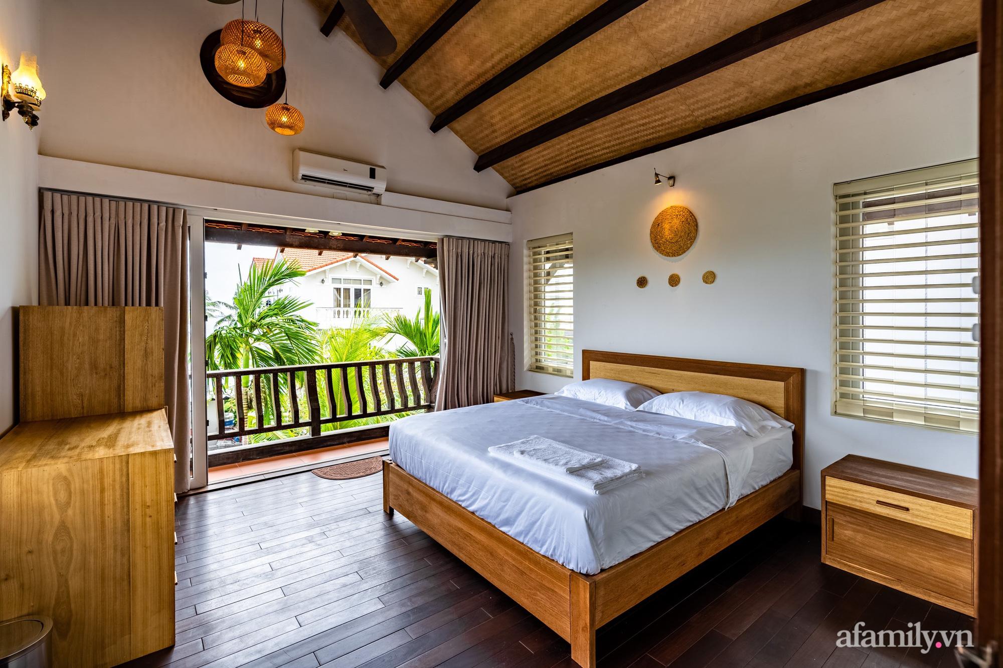 Căn nhà vườn xây 10 năm vẫn đẹp hút mắt với nội thất gỗ và cây xanh quanh nhà ở Nha Trang-15