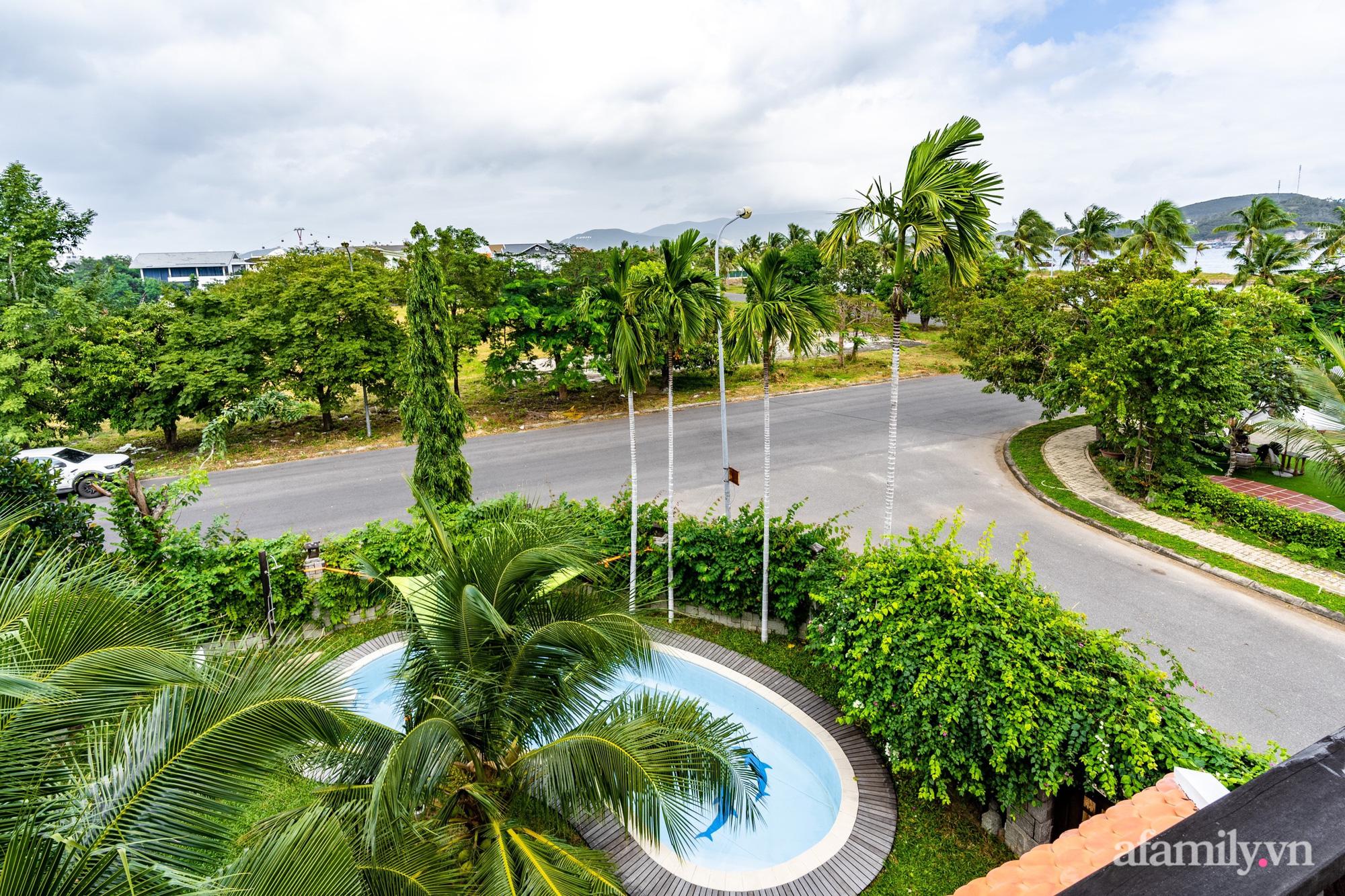 Căn nhà vườn xây 10 năm vẫn đẹp hút mắt với nội thất gỗ và cây xanh quanh nhà ở Nha Trang-29
