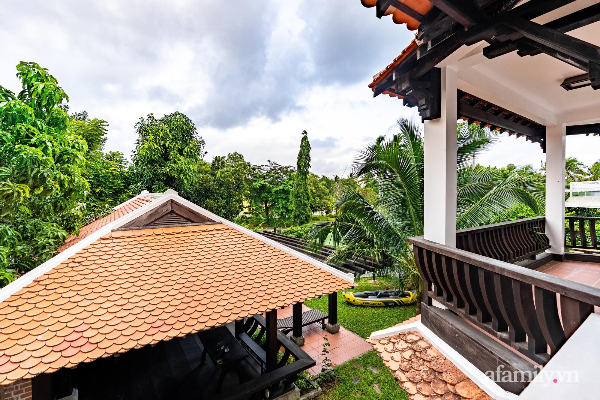 Căn nhà vườn xây 10 năm vẫn đẹp hút mắt với nội thất gỗ và cây xanh quanh nhà ở Nha Trang-26