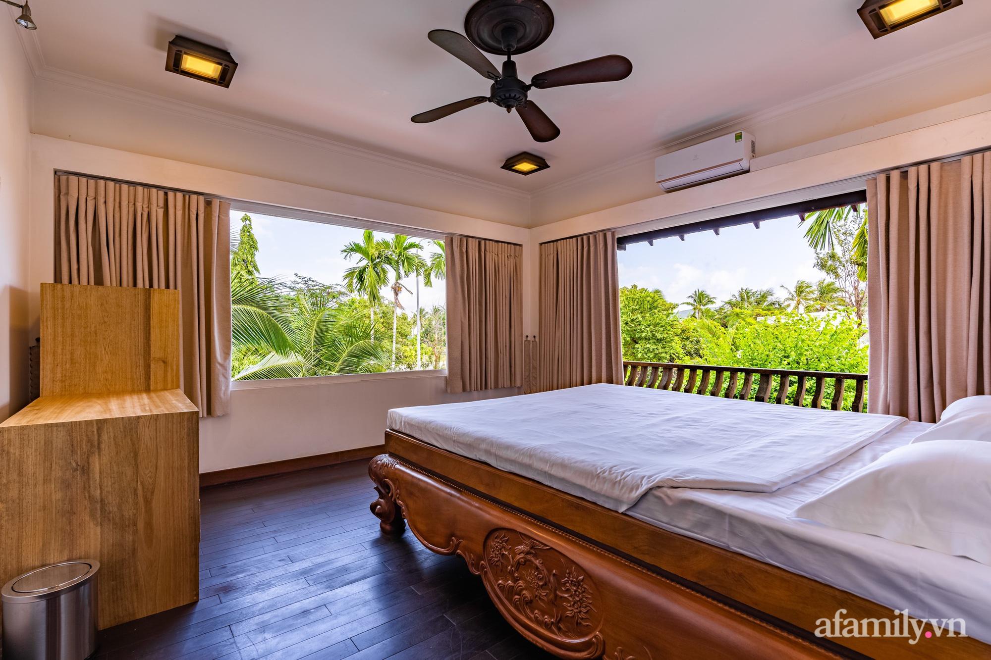 Căn nhà vườn xây 10 năm vẫn đẹp hút mắt với nội thất gỗ và cây xanh quanh nhà ở Nha Trang-17