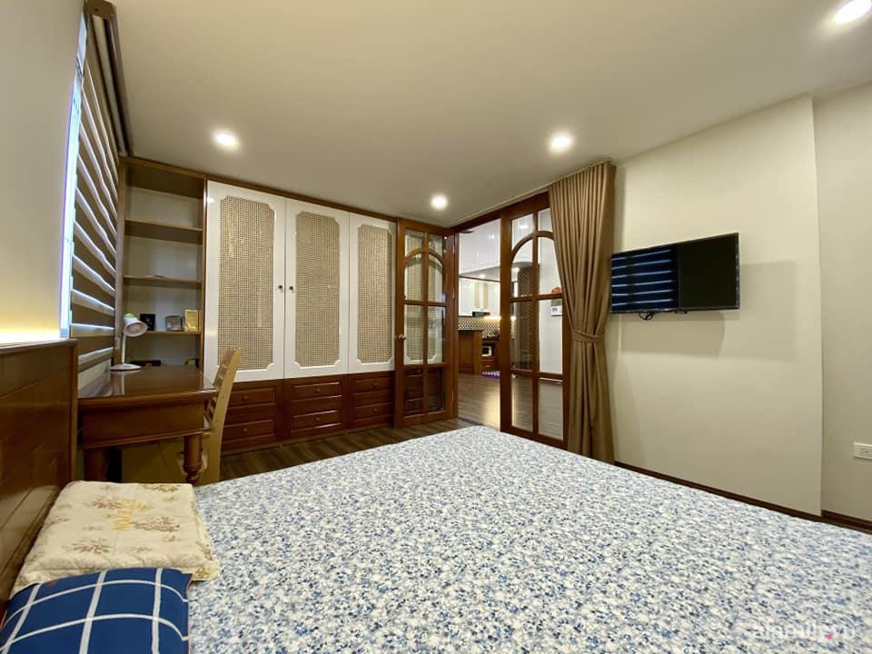 Căn hộ 85m² màu gỗ ấm cúng kết hợp khéo léo phong cách hiện đại và hoài cổ của con trai mua cho bố mẹ ở Hà Nội-16