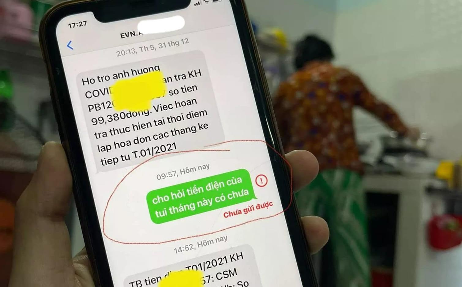 Mượn điện thoại mẹ, con giật mình vì đoạn tin nhắn cực hài mẹ gửi cho