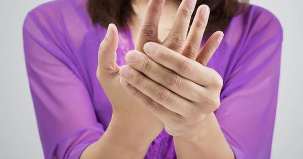 Tê tay chưa chắc là do mỏi, có thể là dấu hiệu của 4 bệnh này