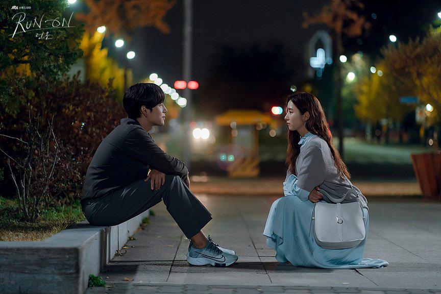 Run On của thánh đơ Shin Se Kyung: Viên ngọc thô không đáng bị quên lãng, nhân vật nào cũng điên mà dễ thương đến lạ-6