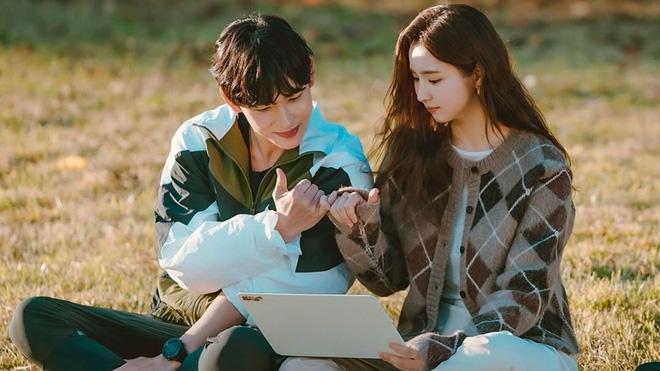 Run On của thánh đơ Shin Se Kyung: Viên ngọc thô không đáng bị quên lãng, nhân vật nào cũng điên mà dễ thương đến lạ-12