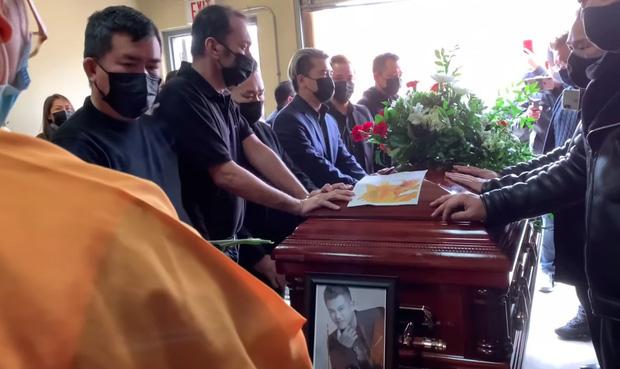 Tro cốt của NS Vân Quang Long đã được đưa về với gia đình ở Việt Nam, lễ an táng sẽ diễn ra trong 2 ngày tới-2