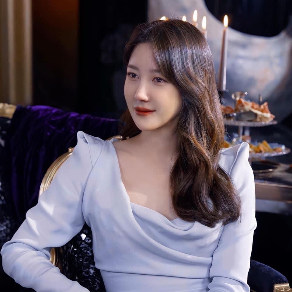 Nàng công sở ngoài 30 học lỏm được 4 điều thầm kín từ phong cách của 2 chị vợ cao tay chuyên trị tiểu tam trong phim Hàn-1