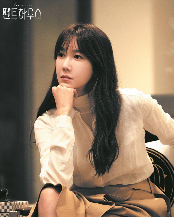 Nàng công sở ngoài 30 học lỏm được 4 điều thầm kín từ phong cách của 2 chị vợ cao tay chuyên trị tiểu tam trong phim Hàn-20
