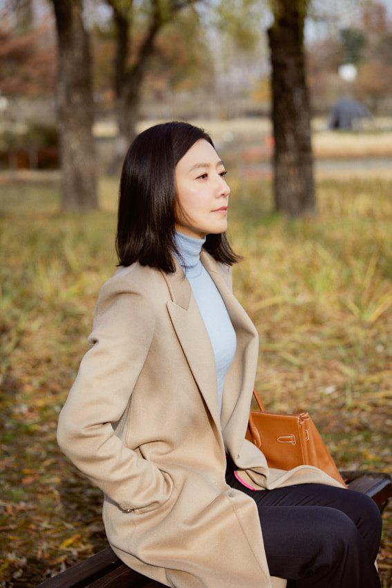 Nàng công sở ngoài 30 học lỏm được 4 điều thầm kín từ phong cách của 2 chị vợ cao tay chuyên trị tiểu tam trong phim Hàn-5