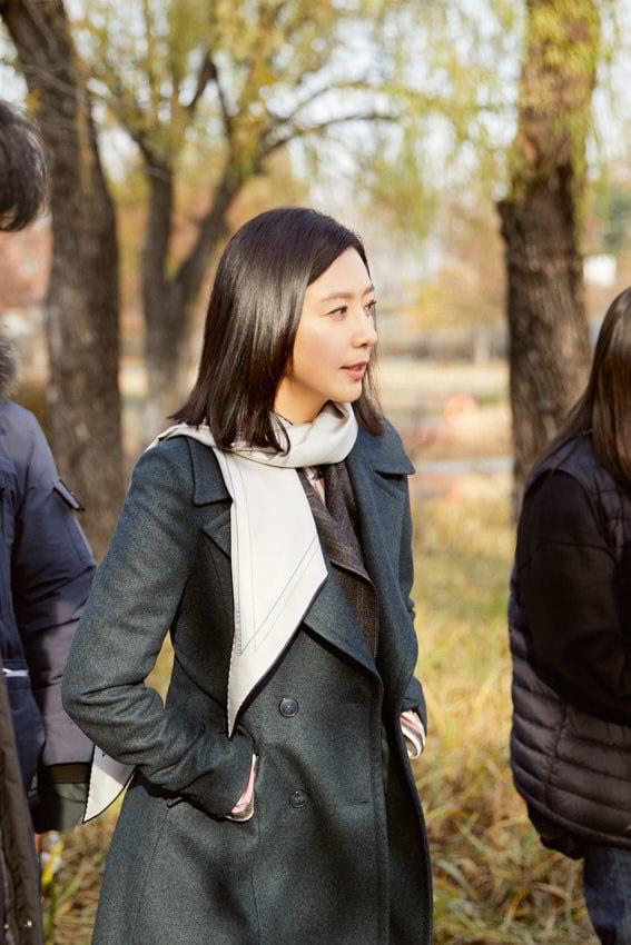 Nàng công sở ngoài 30 học lỏm được 4 điều thầm kín từ phong cách của 2 chị vợ cao tay chuyên trị tiểu tam trong phim Hàn-4