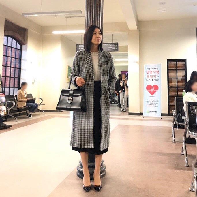 Nàng công sở ngoài 30 học lỏm được 4 điều thầm kín từ phong cách của 2 chị vợ cao tay chuyên trị tiểu tam trong phim Hàn-3