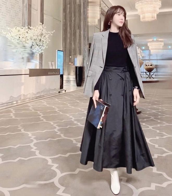 Nàng công sở ngoài 30 học lỏm được 4 điều thầm kín từ phong cách của 2 chị vợ cao tay chuyên trị tiểu tam trong phim Hàn-14