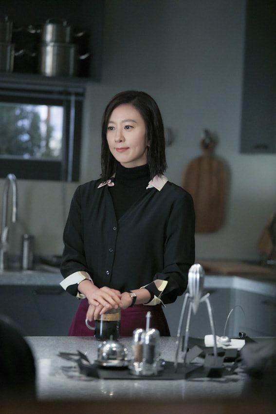 Nàng công sở ngoài 30 học lỏm được 4 điều thầm kín từ phong cách của 2 chị vợ cao tay chuyên trị tiểu tam trong phim Hàn-17