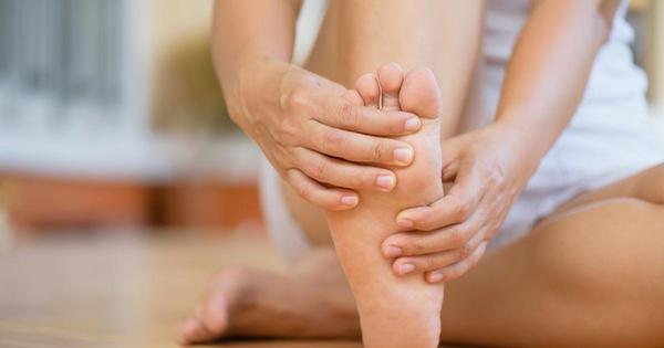 Khi mạch máu não bị tắc nghẽn, sẽ có 4 biểu hiện này ở bàn chân, chú ý để phòng tránh đột quỵ bất ngờ