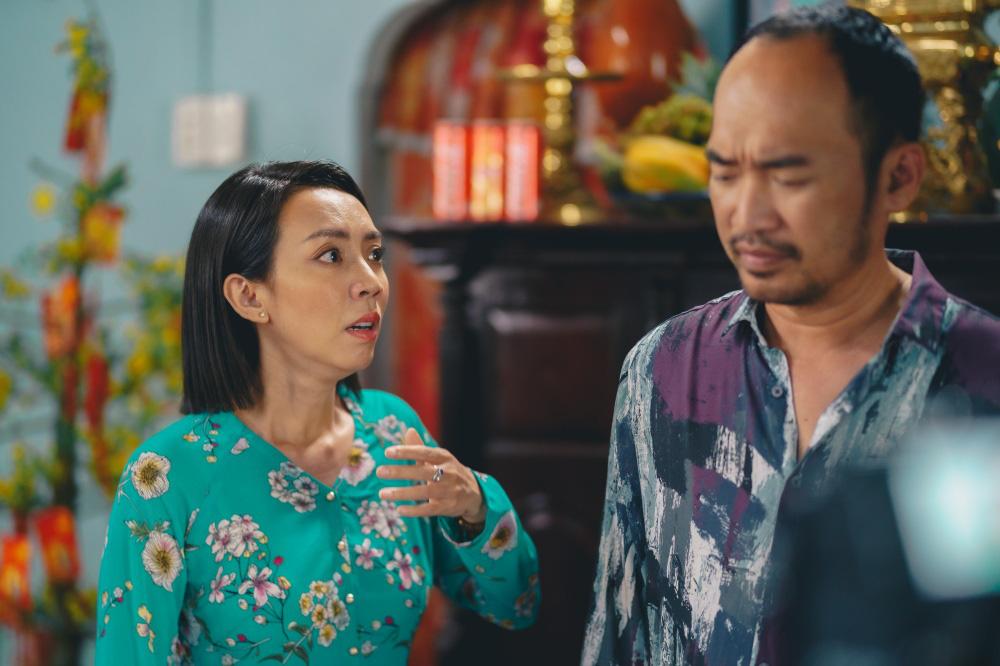 Tiến Luật ăn gan trời, giấu Thu Trang giữ quỹ đen ở Tết Đến Rồi Về Nhà Thôi 4-4