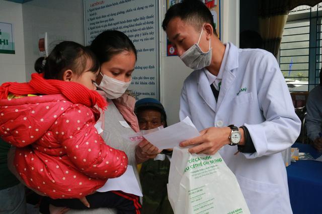 Gần 1.500 người ở huyện miền núi Nam Trà My được khám và phát thuốc miễn phí-2