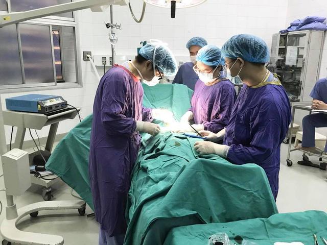 Thanh niên bị hoại tử dương vật sau khi cắt bao quy đầu ở phòng khám tư-1