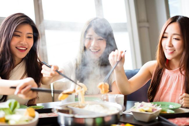 5 kiểu ăn uống độc hại dân văn phòng hay mắc mỗi khi đi làm, vừa sinh bệnh còn làm nhan sắc tụt dốc trông thấy-1