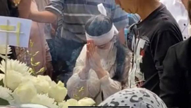 Lễ an táng ca sĩ Vân Quang Long tại Đồng Tháp: Linh Lan bật khóc cùng con gái xuất hiện ở lễ tang-2