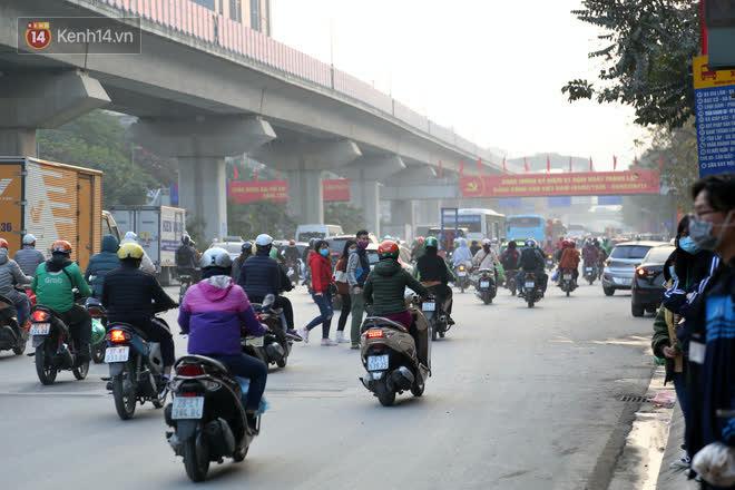 Hà Nội: Sau vụ tai nạn khiến 2 nạn nhân tử vong thương tâm, nhiều người vẫn bất chấp băng qua dòng xe như mắc cửi trên đường Nguyễn Trãi-9