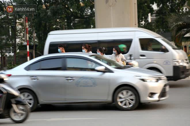 Hà Nội: Sau vụ tai nạn khiến 2 nạn nhân tử vong thương tâm, nhiều người vẫn bất chấp băng qua dòng xe như mắc cửi trên đường Nguyễn Trãi-3