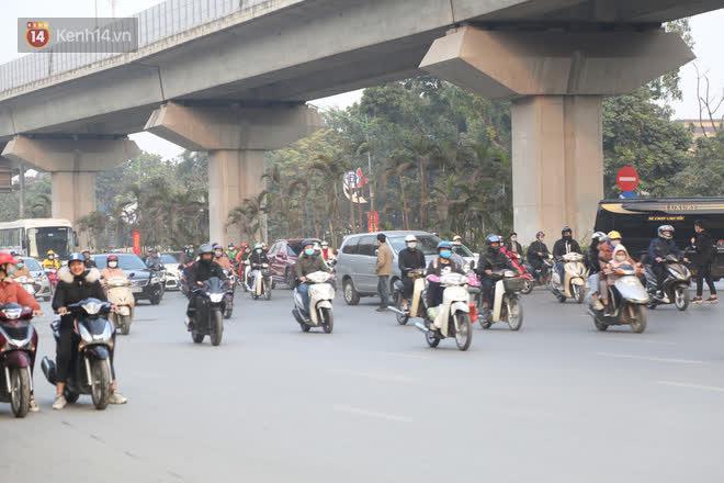 Hà Nội: Sau vụ tai nạn khiến 2 nạn nhân tử vong thương tâm, nhiều người vẫn bất chấp băng qua dòng xe như mắc cửi trên đường Nguyễn Trãi-8