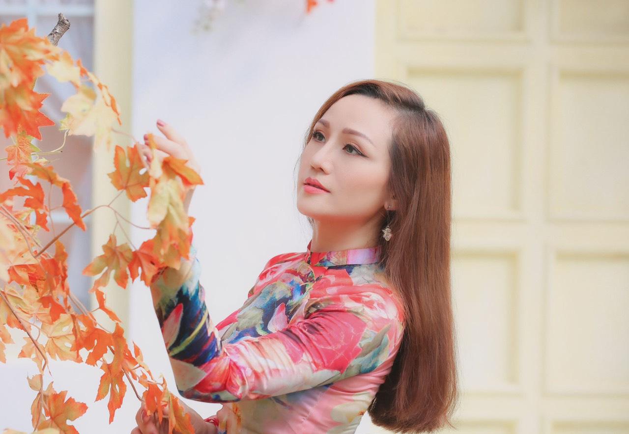 Nhan sắc thời trẻ và điều ít biết về Nữ hoàng nhạc sến miền Tây Hoàng Châu-1