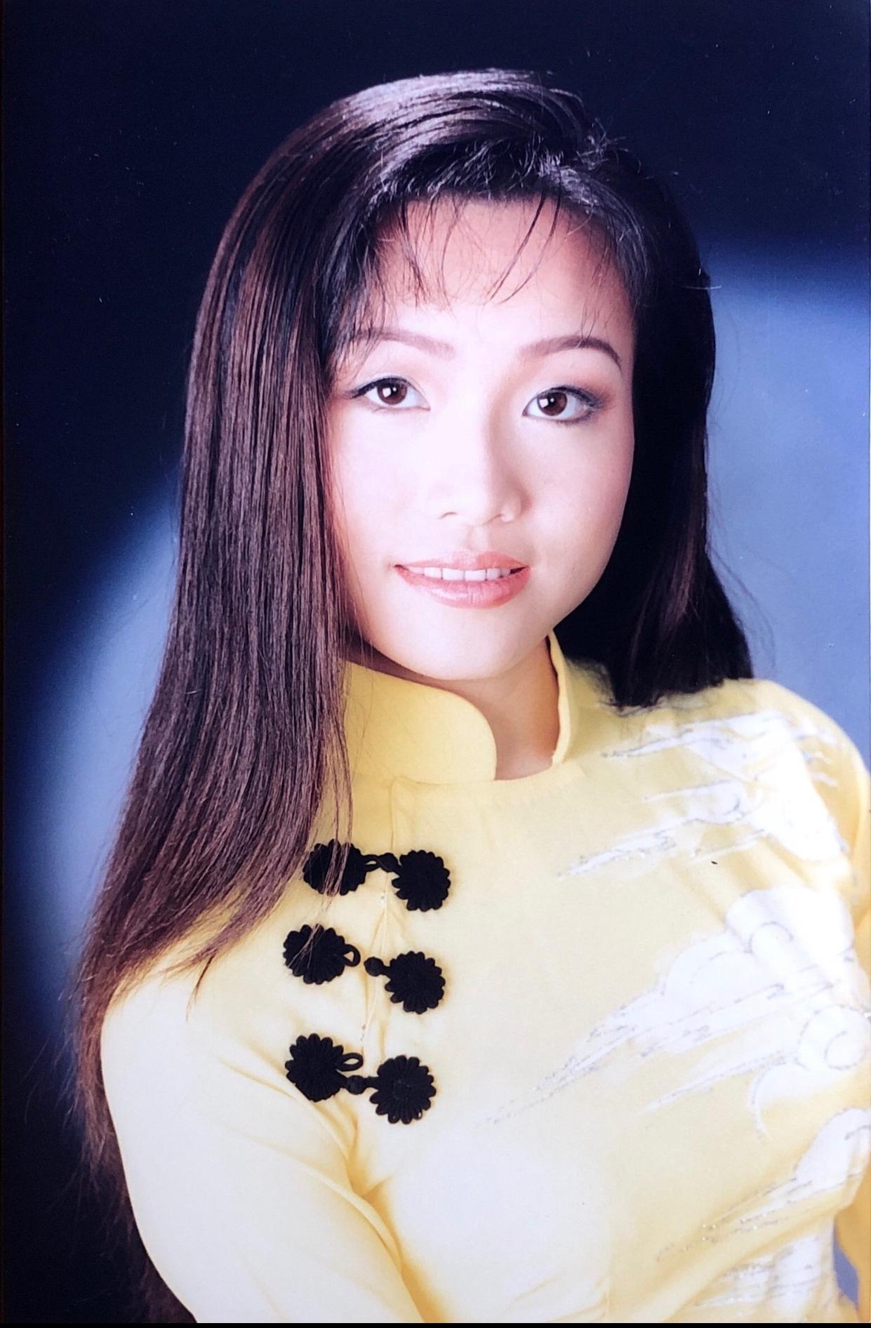 Nhan sắc thời trẻ và điều ít biết về Nữ hoàng nhạc sến miền Tây Hoàng Châu-9